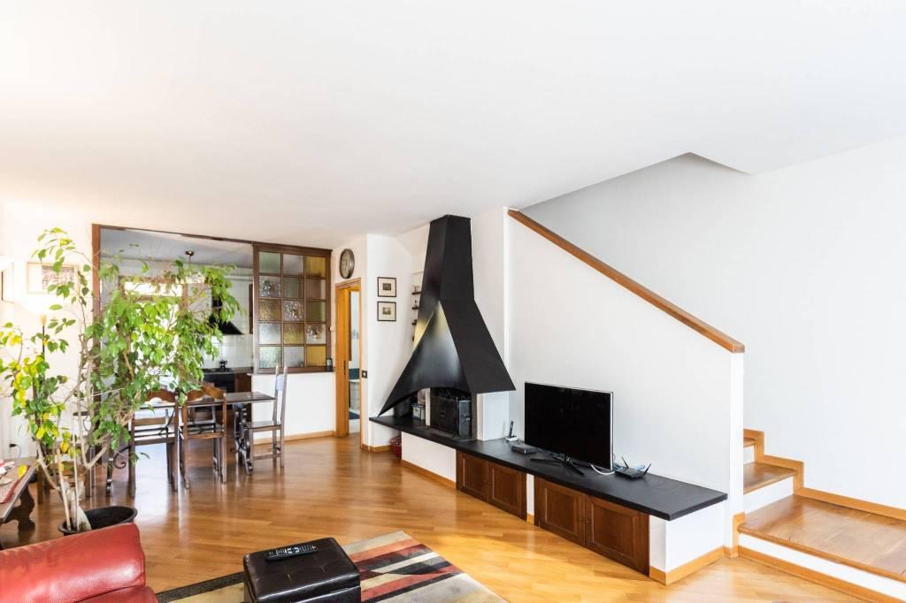 Appartamento in ottime condizioni in vendita Rif. 8897942