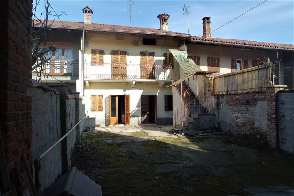 Foto 1 di Casa indipendente via del Pilone, San Giusto Canavese