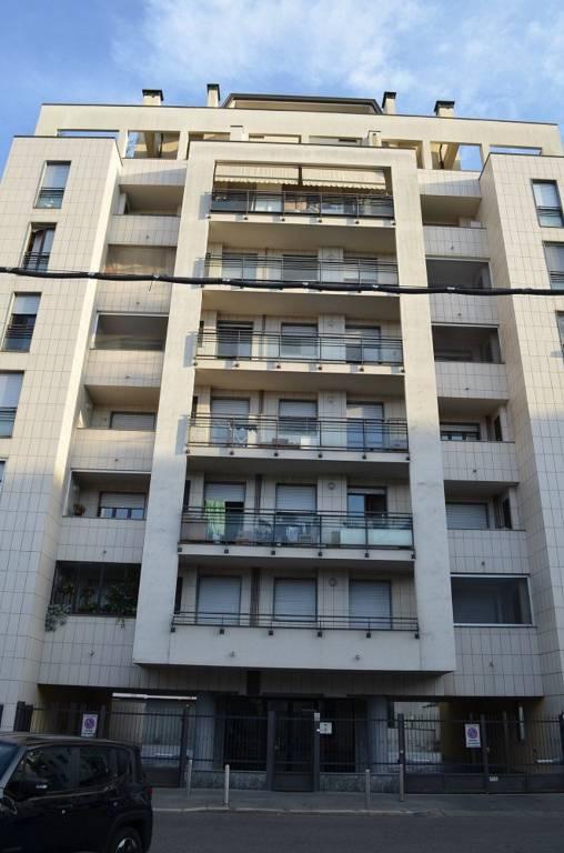 Appartamento in vendita 3 vani 85 mq.  via Orobia 2 Milano