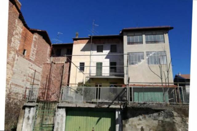 RIF. 9000 CASA CON PARTICOLARI D'EPOCA E GIARDINO