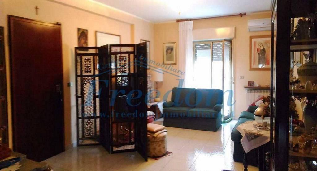Appartamento in Vendita a Valverde Centro: 4 locali, 115 mq