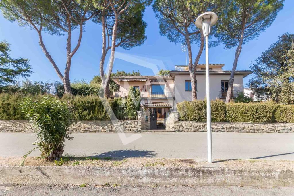 Villa in Vendita a Arezzo Periferia Est: 5 locali, 350 mq