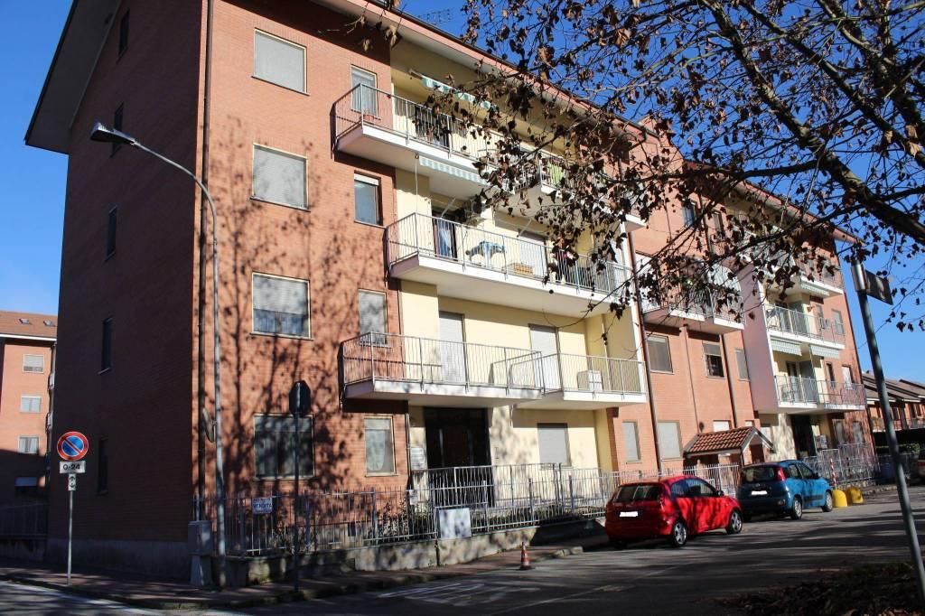 Appartamento in buone condizioni in vendita Rif. 9155337