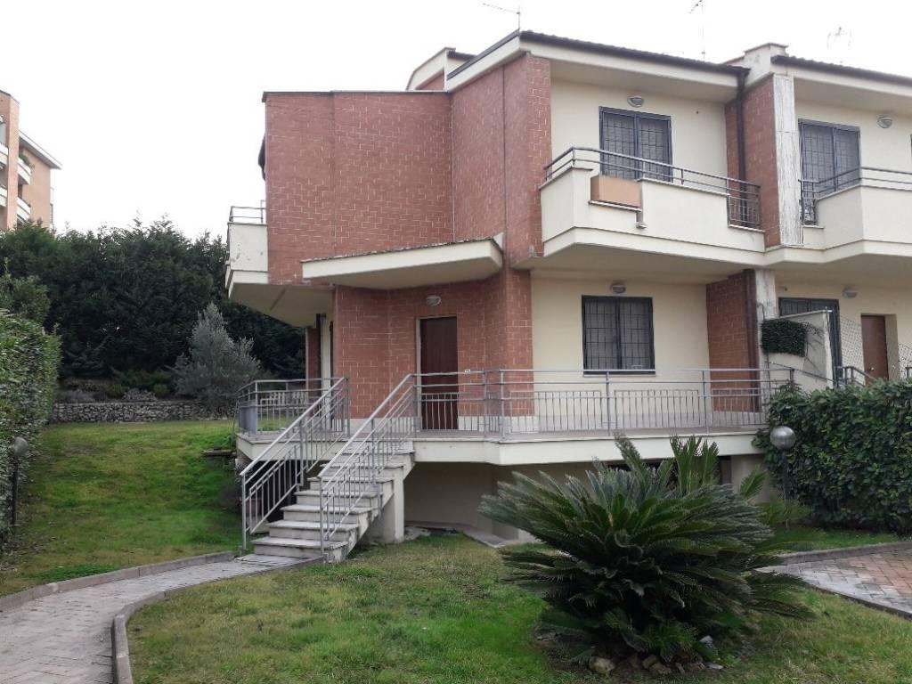 Villa in vendita a Roma, 6 locali, zona Zona: 38 . Acilia, Vitinia, Infernetto, Axa, Casal Palocco, Madonnetta, prezzo € 515.000 | CambioCasa.it