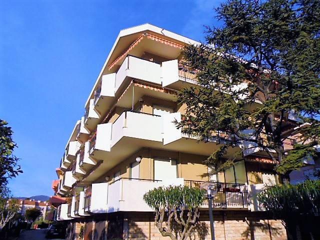 Appartamento in vendita a Bordighera, 3 locali, prezzo € 269.000 | PortaleAgenzieImmobiliari.it