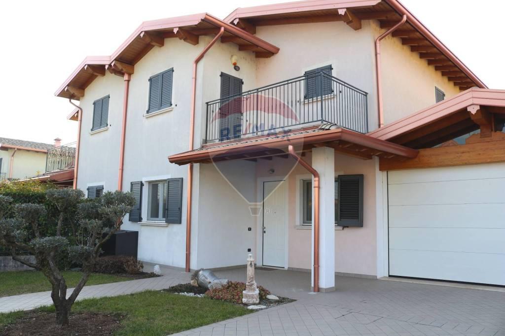 Villa in vendita a Calvisano, 7 locali, prezzo € 220.000 | CambioCasa.it