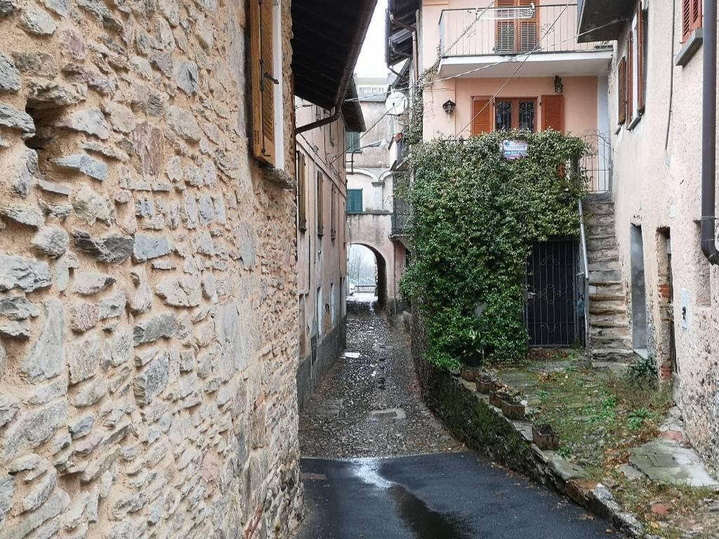 Appartamento in vendita a Valganna, 3 locali, prezzo € 78.000 | CambioCasa.it