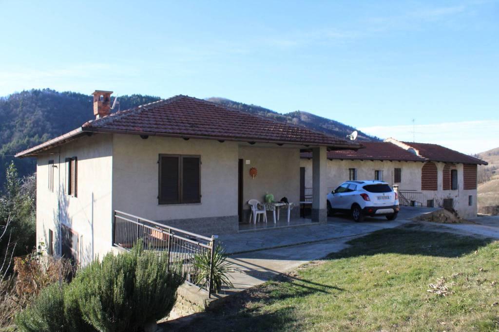 Rustico / Casale in vendita a Rocchetta Belbo, 8 locali, prezzo € 110.000 | CambioCasa.it