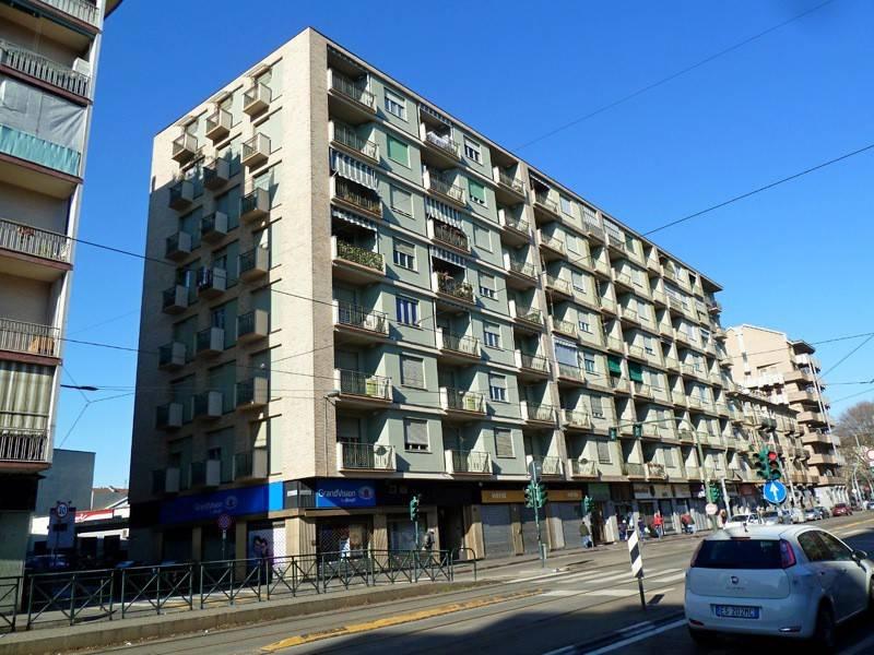 Foto 1 di Quadrilocale corso Giulio Cesare 101, Torino (zona Barriera Milano, Falchera, Barca-Bertolla)