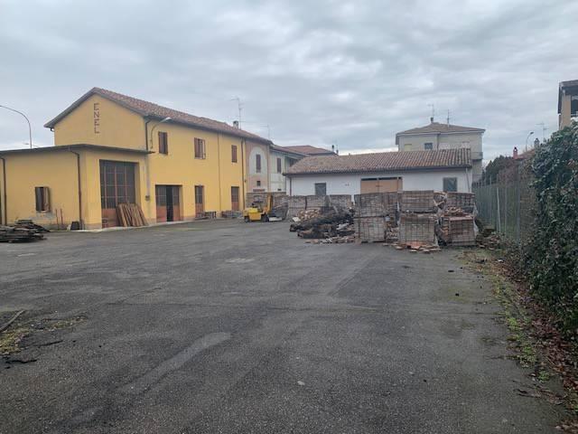 Capannone in vendita a Monticelli d'Ongina, 6 locali, prezzo € 170.000 | CambioCasa.it