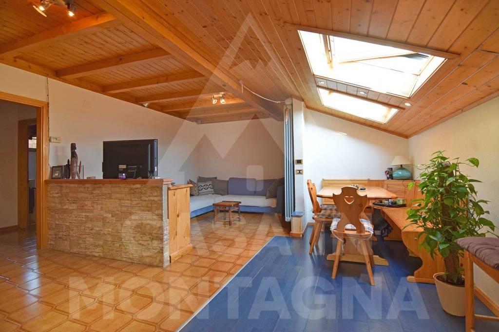 Appartamento in buone condizioni arredato in vendita Rif. 8271450