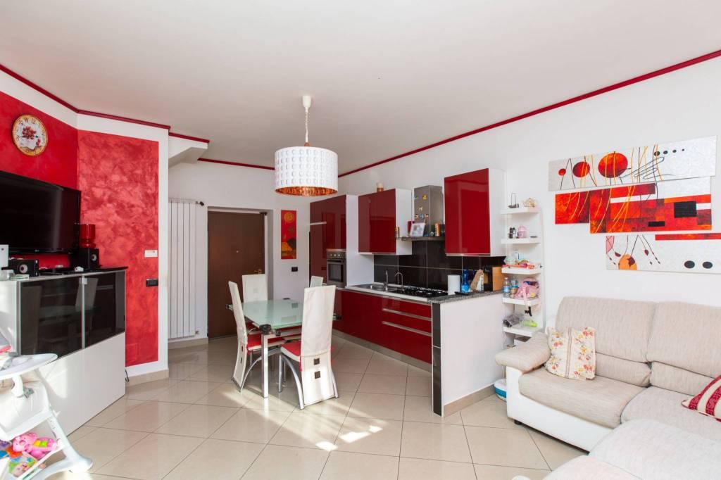 Foto 1 di Villa via Camillo Benso di Cavour, Rondissone