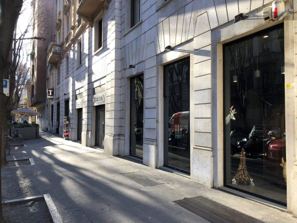 Negozio-locale in Affitto a Milano 01 Centro storico (Cerchia dei Navigli): 2 locali, 120 mq