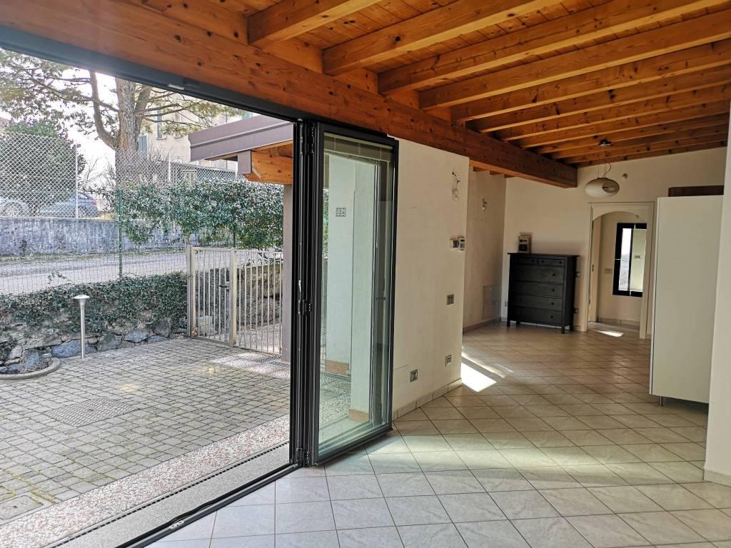 Villa in affitto a Gazzada Schianno, 2 locali, prezzo € 750   CambioCasa.it