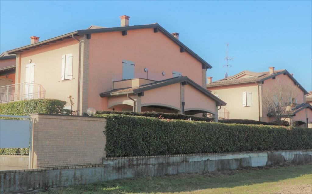Appartamento in ottime condizioni parzialmente arredato in vendita Rif. 8986384