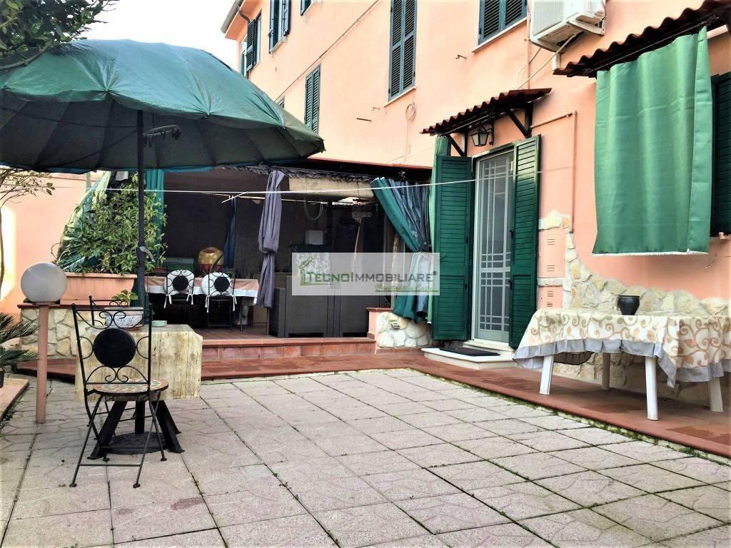 Appartamento in buone condizioni in vendita Rif. 9214267
