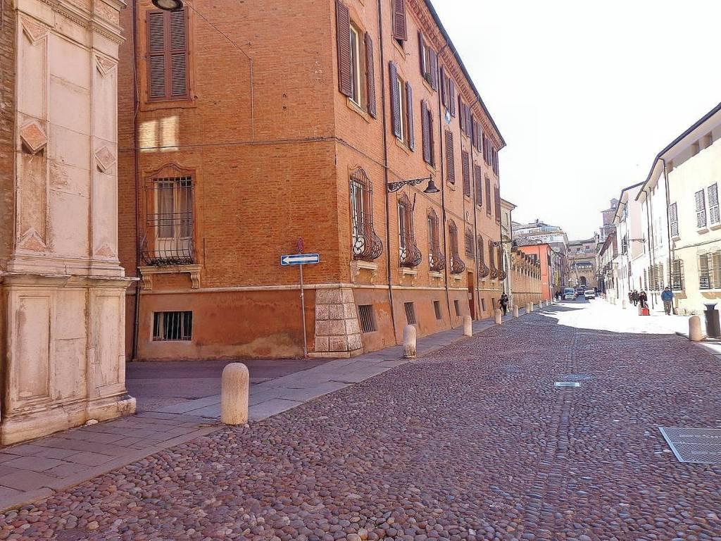 Appartamento in Affitto a Ferrara Centro:  5 locali, 140 mq  - Foto 1