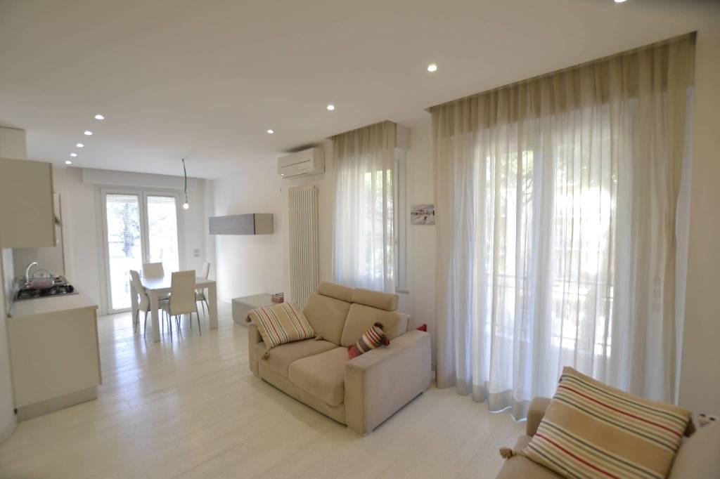 Appartamento in Vendita a Riccione Centro: 4 locali, 80 mq