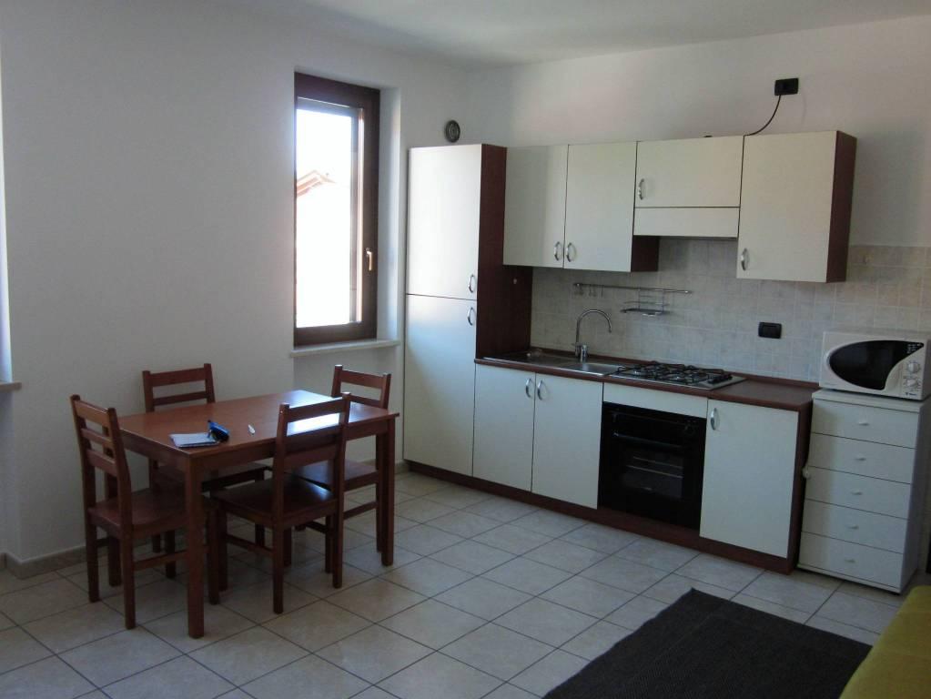Appartamento in affitto a Ispra, 2 locali, prezzo € 450 | CambioCasa.it