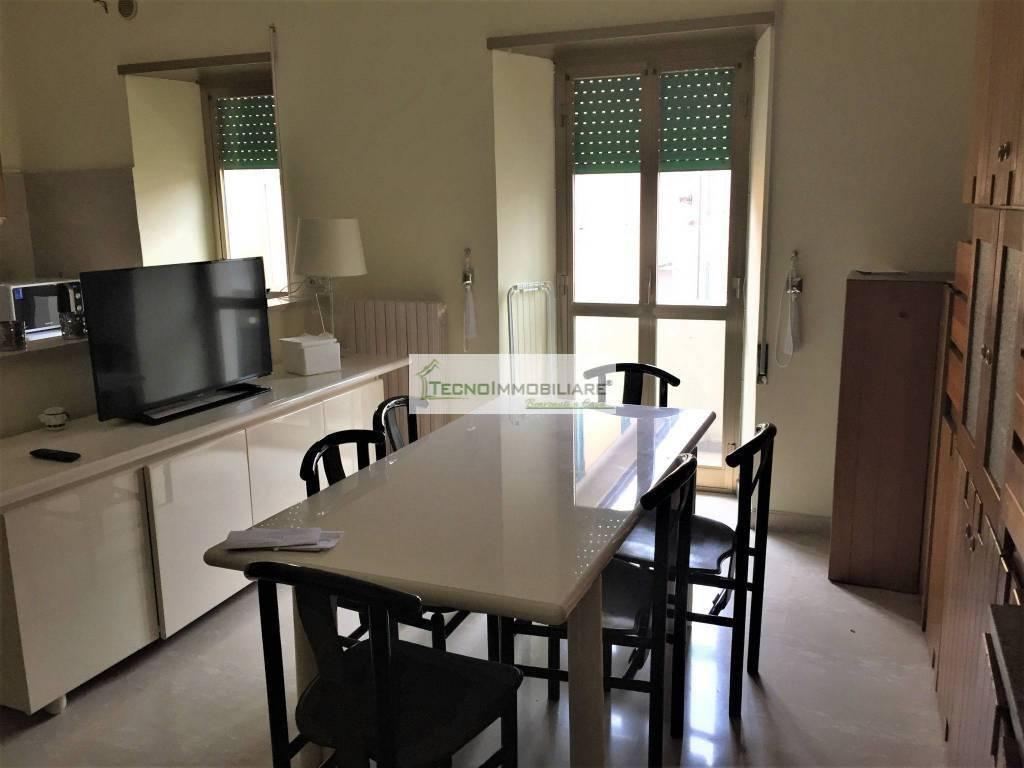 Appartamento in buone condizioni in vendita Rif. 9157435