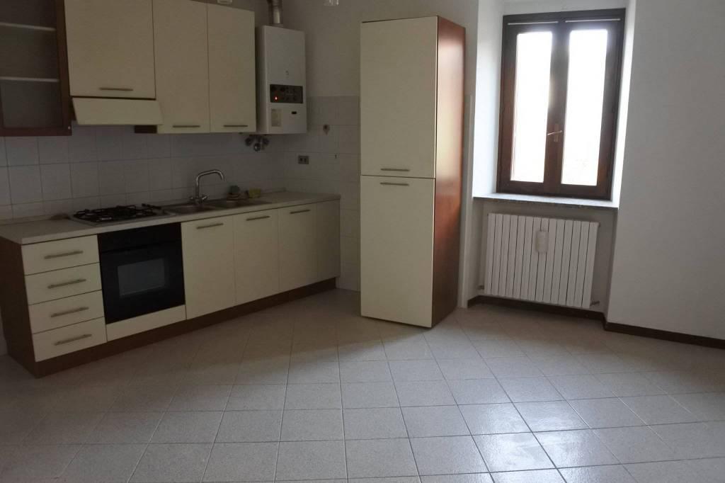 Appartamento in buone condizioni in affitto Rif. 7373546