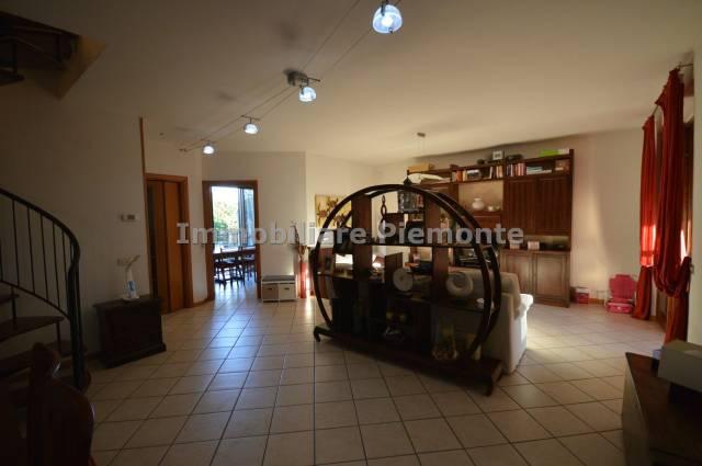 Appartamento in buone condizioni in vendita Rif. 6330406