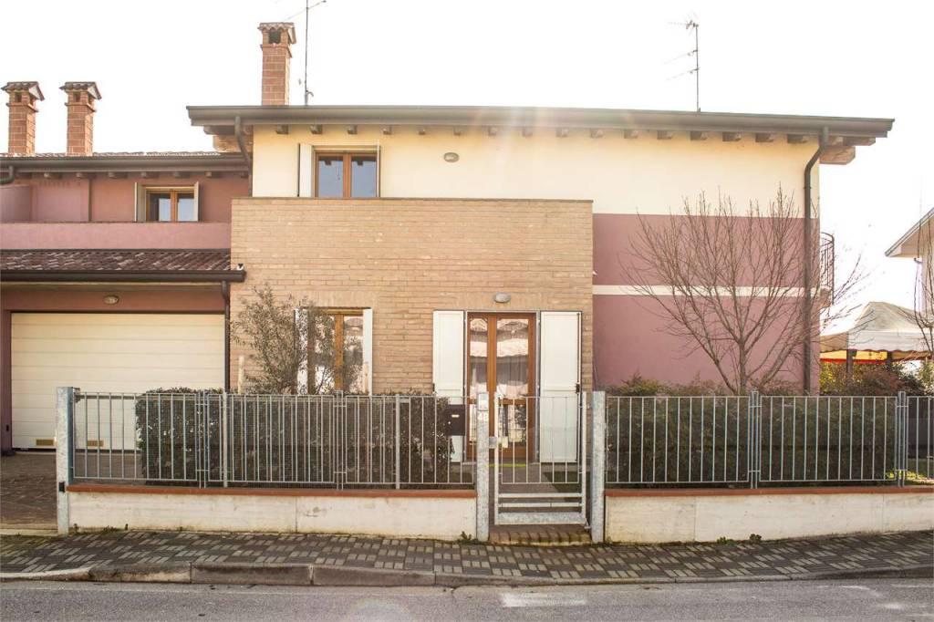Foto 1 di Villetta a schiera Roverbella