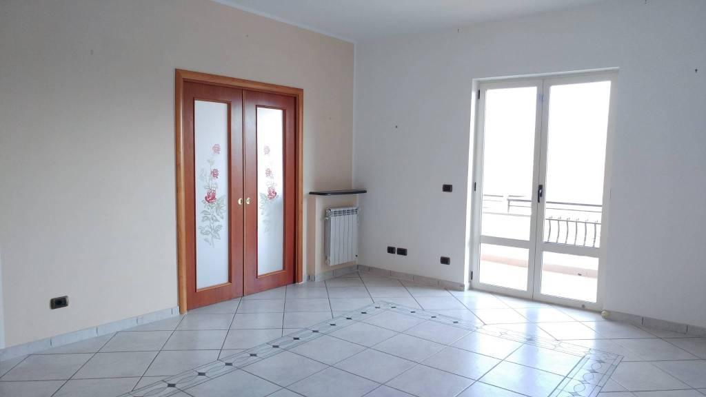 Appartamento in ottime condizioni in vendita Rif. 9076255