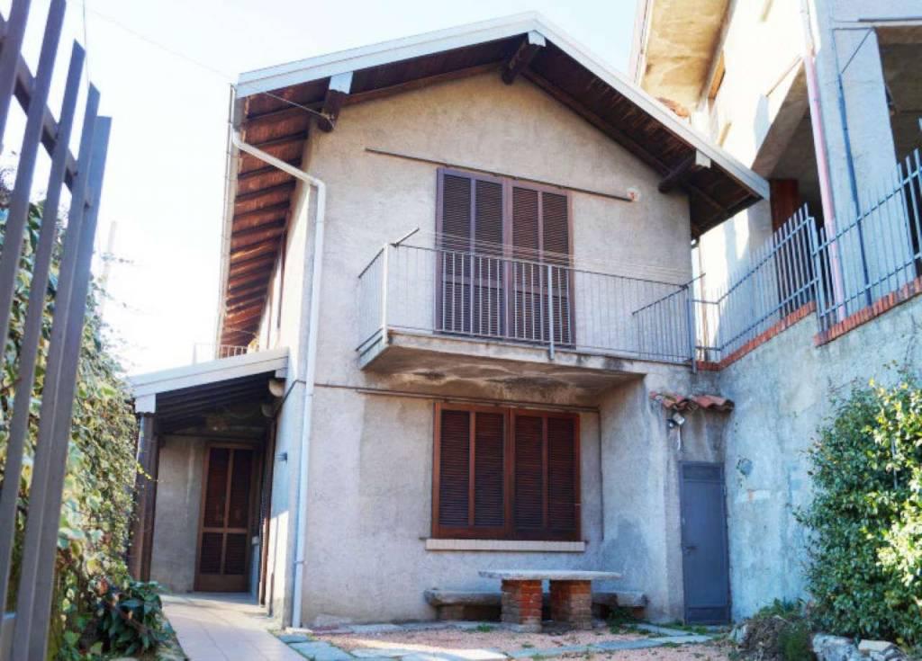 Soluzione Indipendente in vendita a Laveno-Mombello, 4 locali, prezzo € 90.000   CambioCasa.it