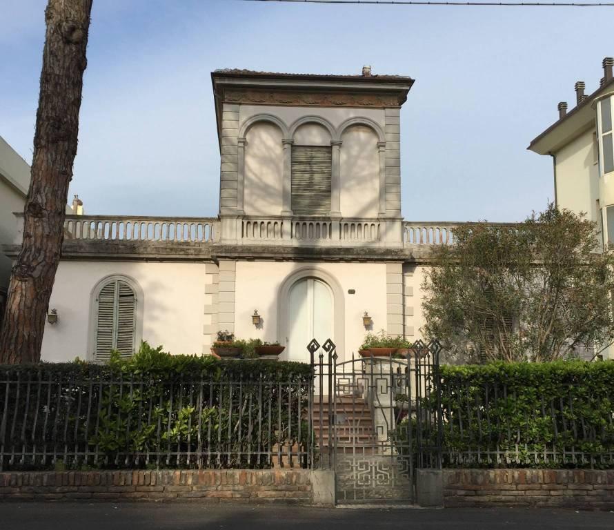 Foto 1 di Villa viale Regina Elena, Rimini