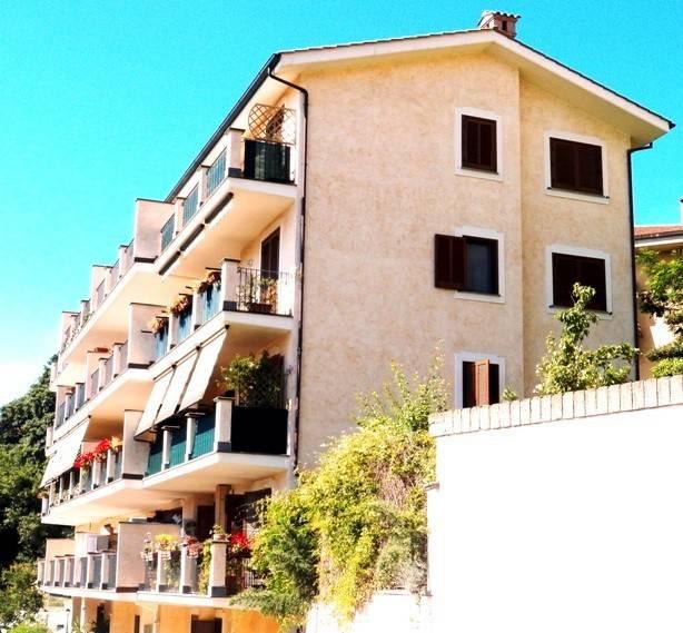 Appartamento in ottime condizioni arredato in vendita Rif. 8503063