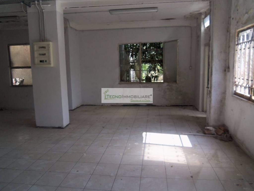 Appartamento in buone condizioni in vendita Rif. 8986696