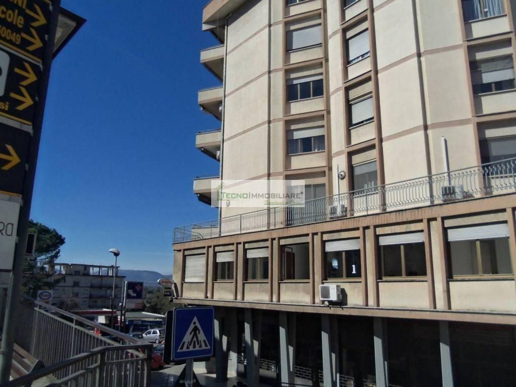 Appartamento in buone condizioni in vendita Rif. 8986689