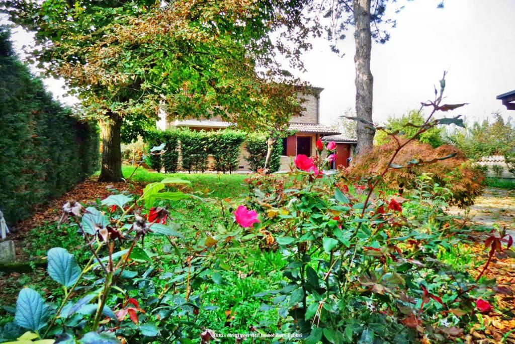 Villa in Vendita a Ferrara Periferia Est: 5 locali, 220 mq