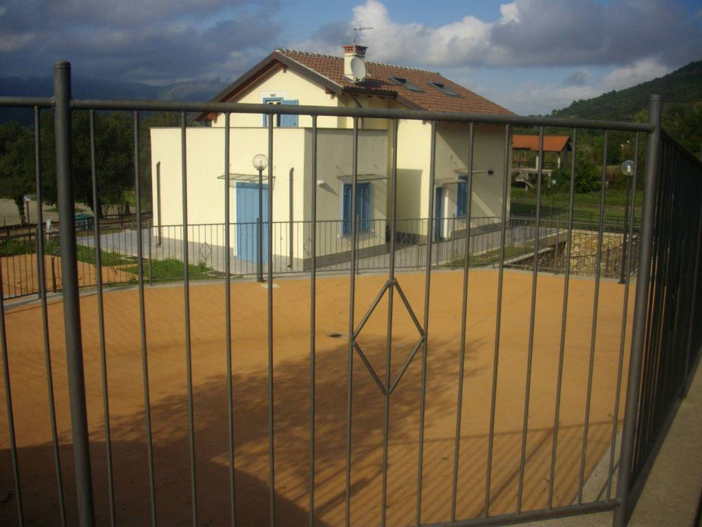 Villa in vendita a Garlenda, 6 locali, prezzo € 490.000   CambioCasa.it