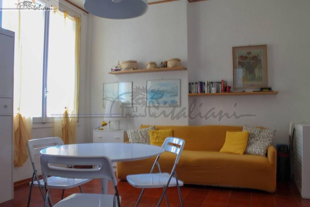 Appartamento in buone condizioni in vendita Rif. 8745089