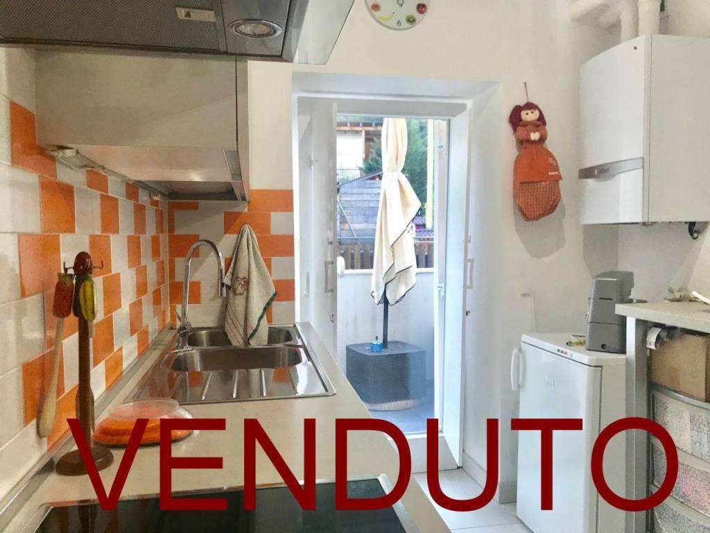 Appartamento in ottime condizioni parzialmente arredato in vendita Rif. 8144612
