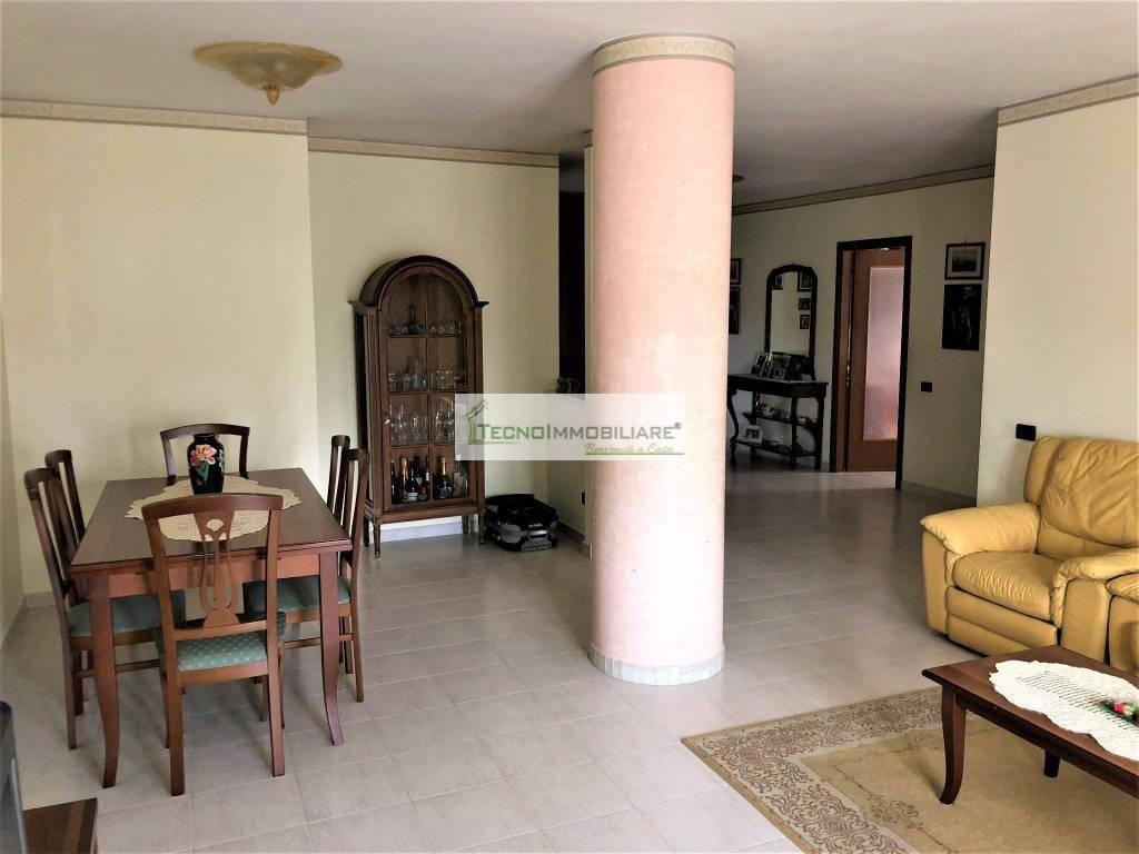 Appartamento in ottime condizioni in vendita Rif. 8426326