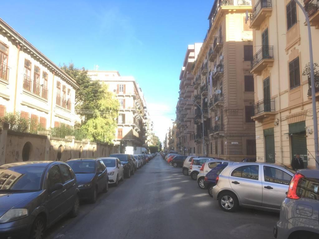 Appartamento in Vendita a Palermo Centro: 4 locali, 165 mq