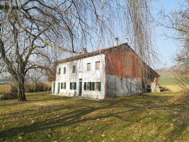 Rustico / Casale in vendita a San Salvatore Monferrato, 8 locali, prezzo € 80.000 | CambioCasa.it