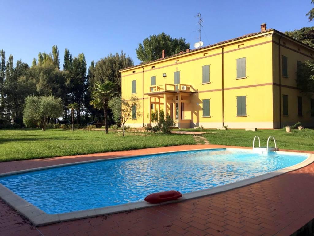Foto 1 di Villa via Ortodonico, Imola