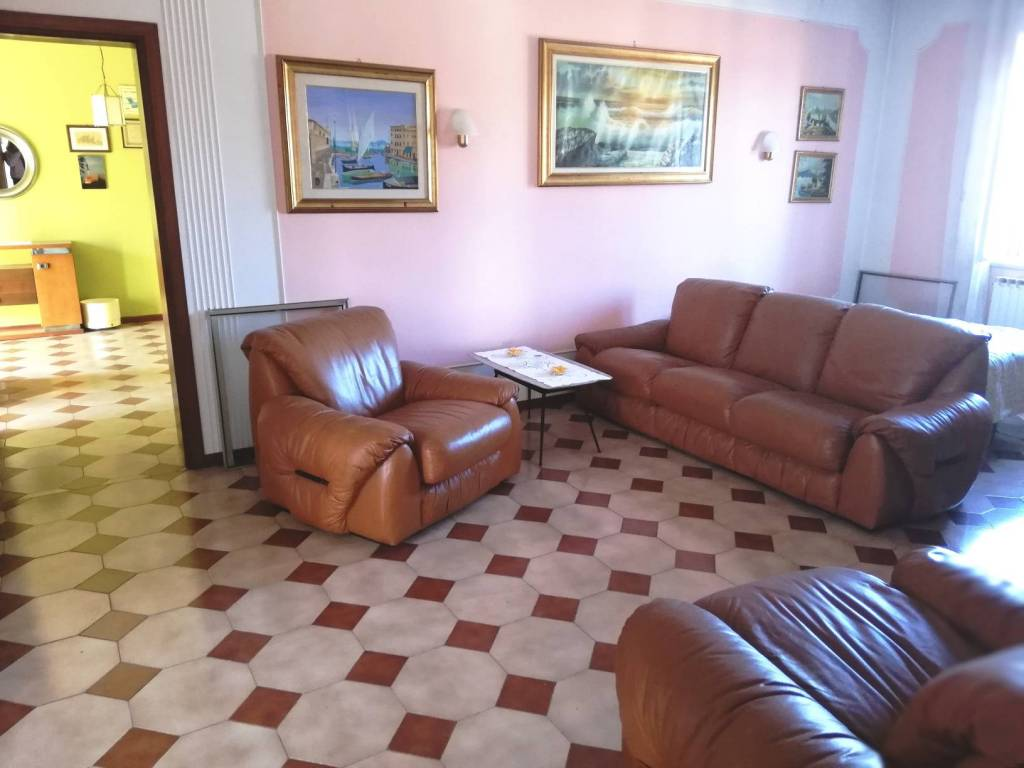 Appartamento in buone condizioni in vendita Rif. 9304131
