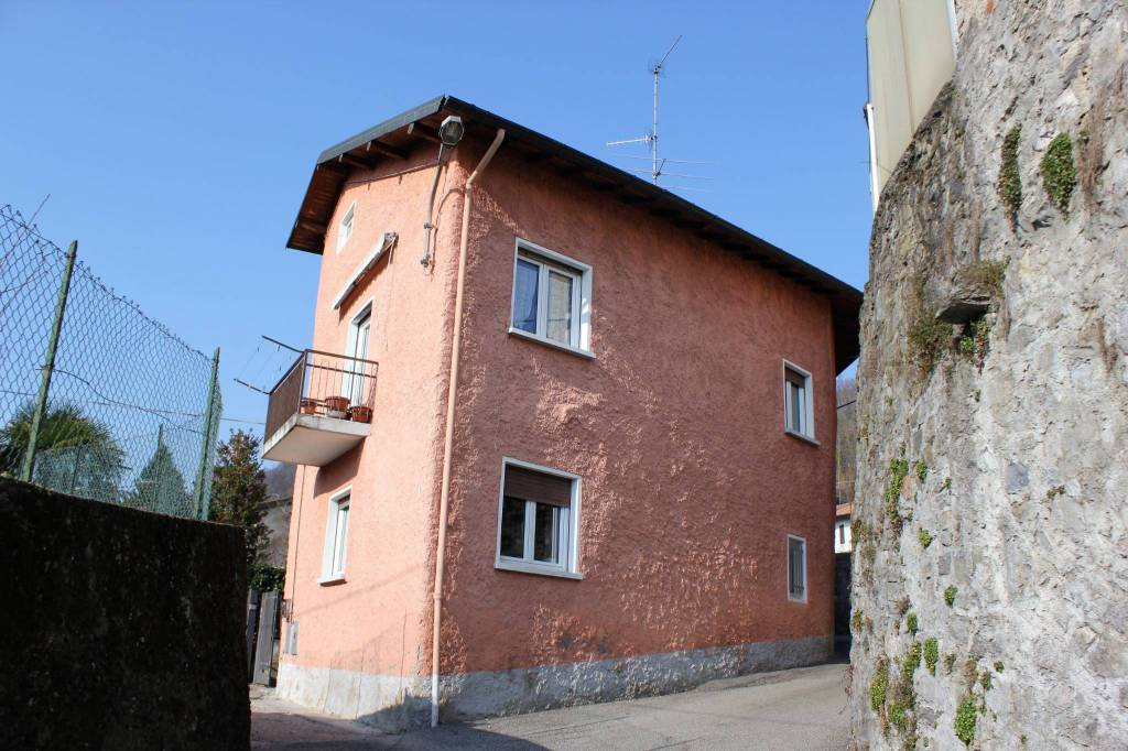 Soluzione Indipendente in vendita a Cocquio-Trevisago, 5 locali, prezzo € 115.000 | PortaleAgenzieImmobiliari.it