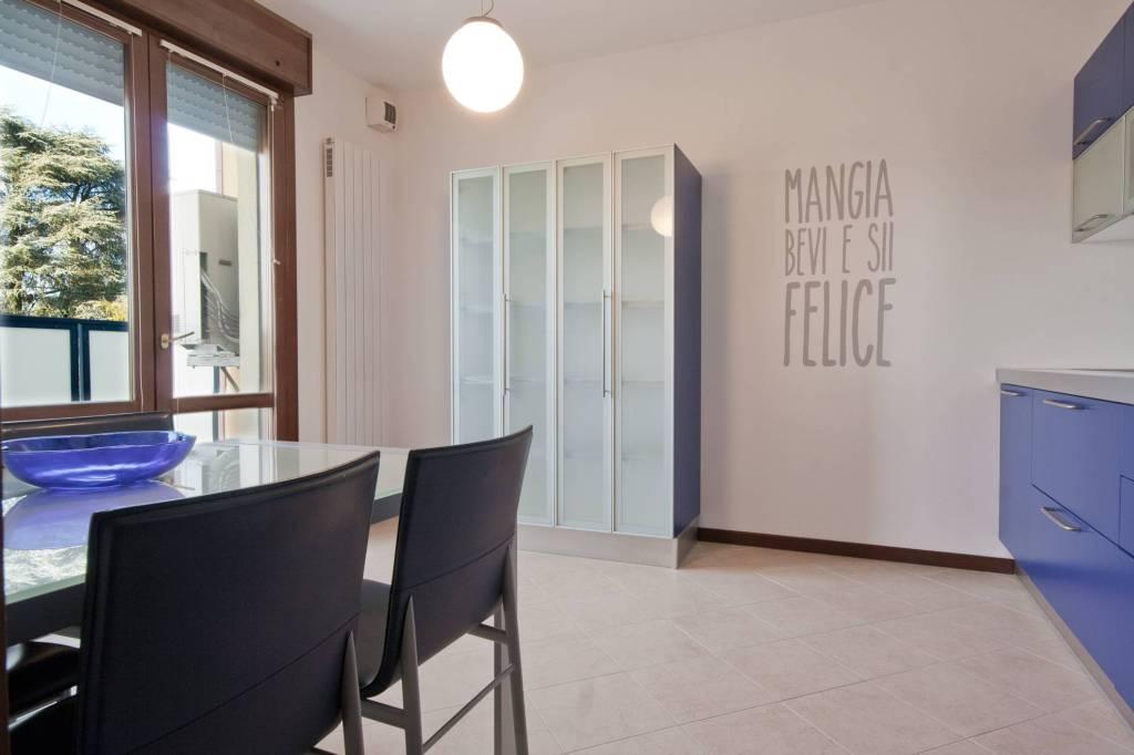 Appartamento in ottime condizioni parzialmente arredato in vendita Rif. 9013721