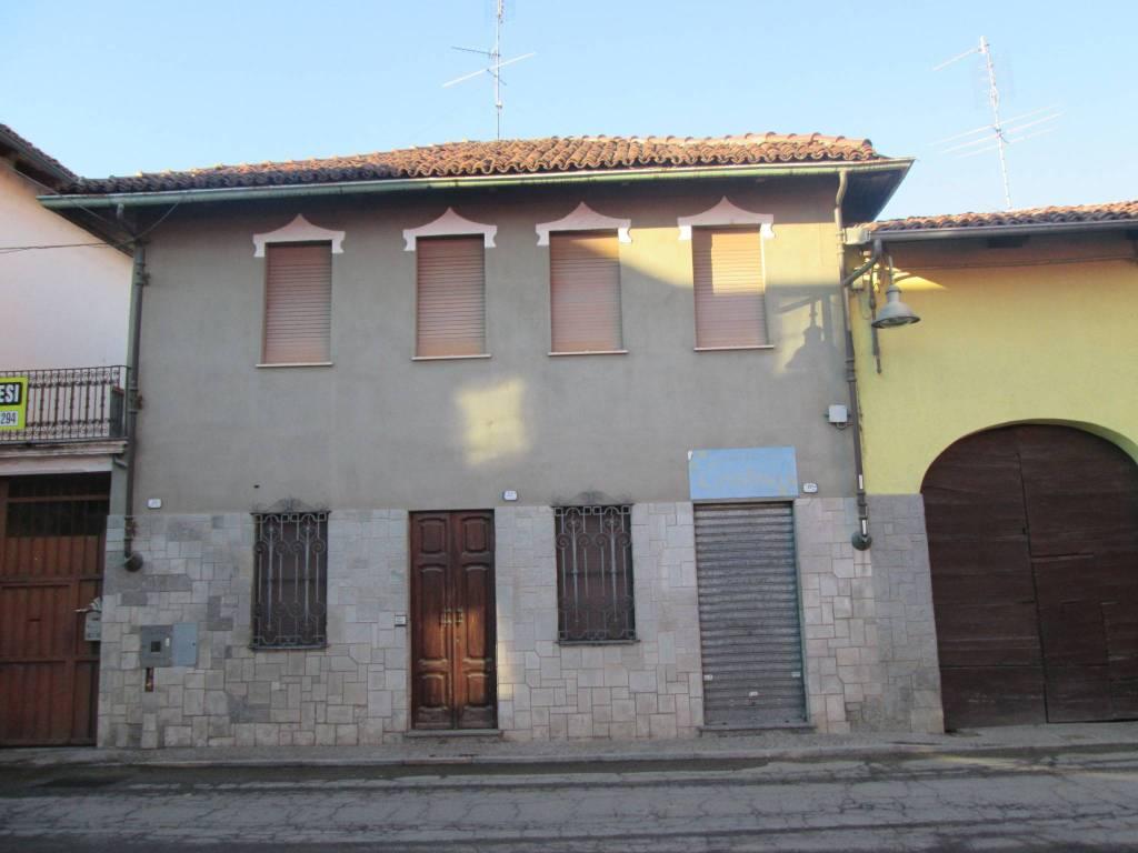 Foto 1 di Palazzo / Stabile via Davide Edoardo Calandra 12, Murello