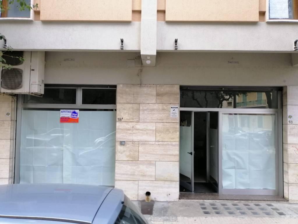 Negozio-locale in Affitto a Lecce Centro: 4 locali, 150 mq