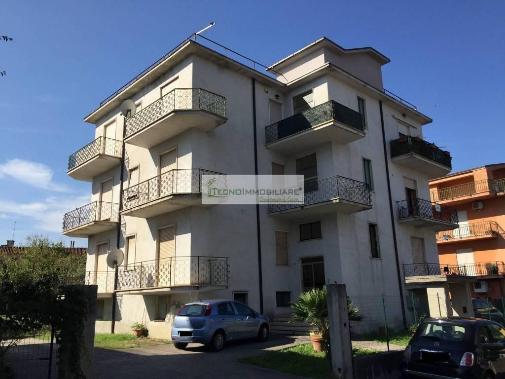 Appartamento in buone condizioni in vendita Rif. 7900685