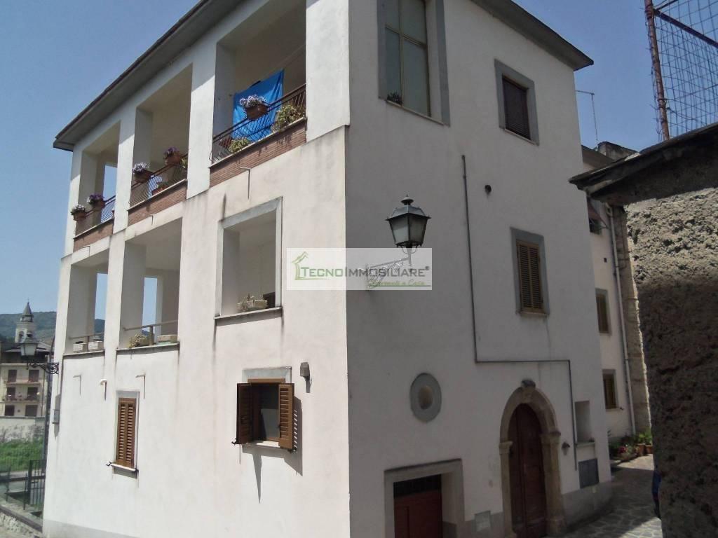Appartamento in buone condizioni in vendita Rif. 6908605