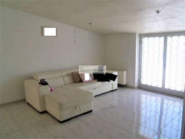 Appartamento in buone condizioni in vendita Rif. 7044706