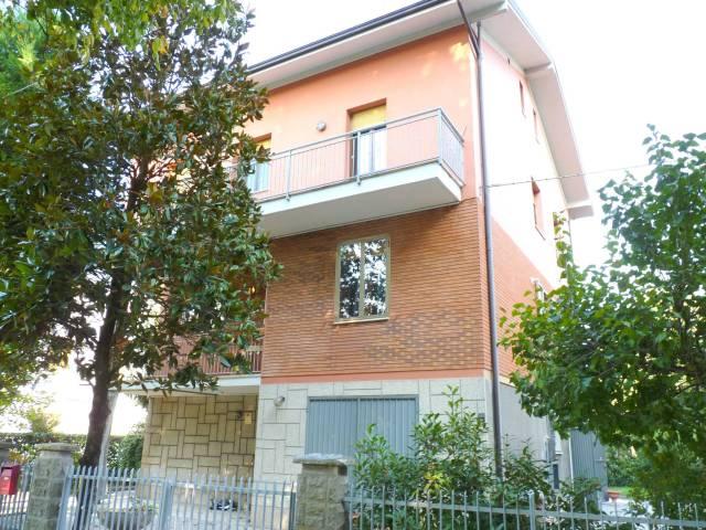 Villa 6 locali in vendita a Modena (MO)